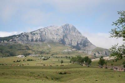 Imponente la cara oeste de Lekanda vista desde Arraba