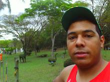 Leandro Baum Tamb  M  Peludos  Maduros  Gordos  Central Maduro