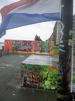 bandeira dos Países Baixos num parque de Ámsterdam
