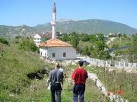 Džamija u mjestu Fazlagića Kula kod Gacka zapaljena je u noći