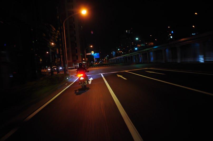 [深夜のハイパーモタード1100SDSC_0026.jpg]
