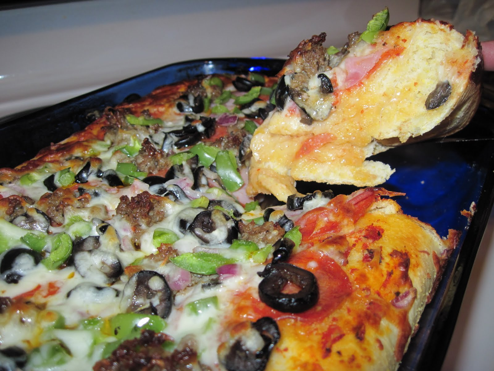 aubrey 39 s recipes chicago style garlic and butter crust pizza. Black Bedroom Furniture Sets. Home Design Ideas