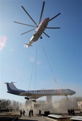 http://1.bp.blogspot.com/_IUYlNU10BMY/Seg9AYhF1NI/AAAAAAAAI6s/-E1kUMpQMqk/s400/aircraft-fly-by-helicopter01.jpg