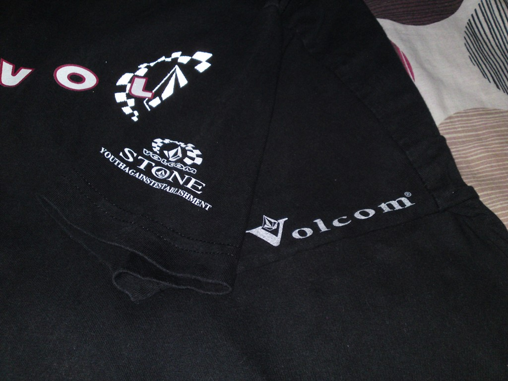 volcom tshirt(sold)