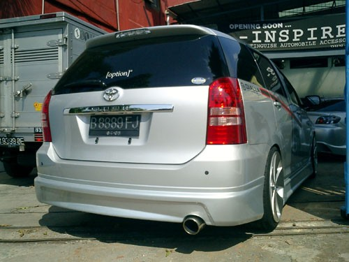 toyota wish gialla posted by redspyder at 8 38 pm