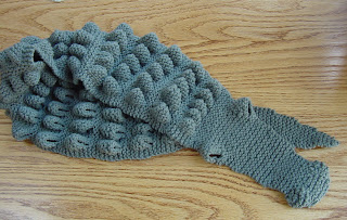 Free Knitting Pattern For Alligator Scarf : ALLIGATOR KNITTED SCARF PATTERN Free Knitting and Crochet Patterns