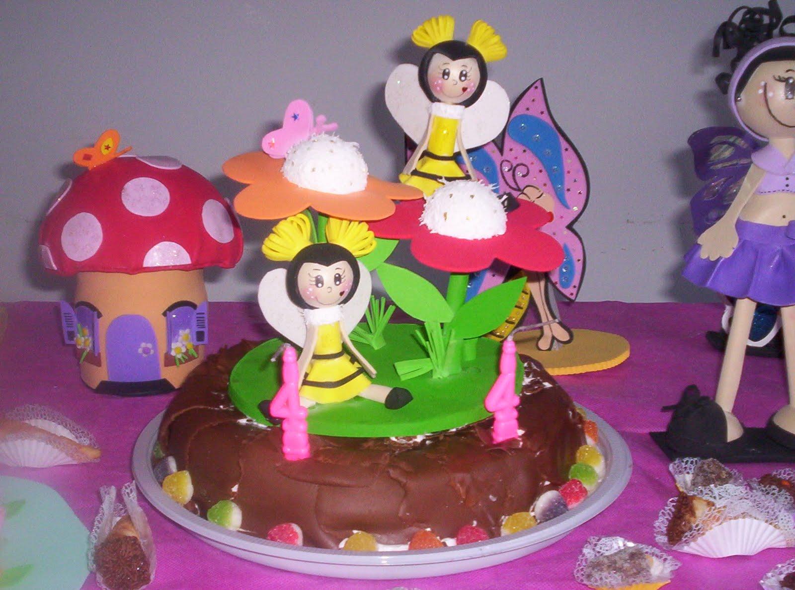 decoracao de bolo jardim encantado:bolo abelhinhas topo do bolo em eva