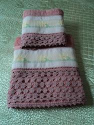 Jogo de toalha de banho (crochê e ponto oitinho)