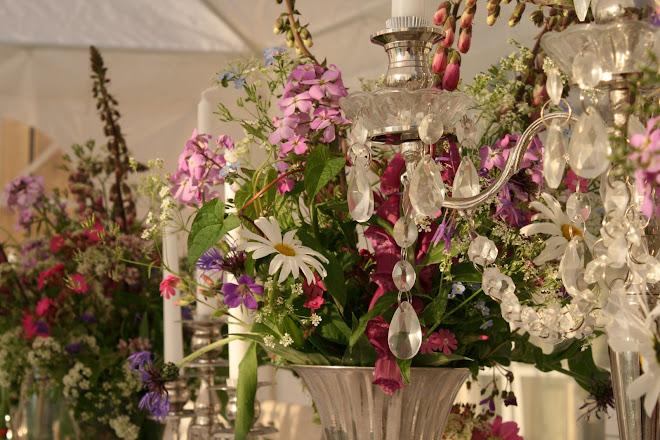 Jeg er svært glad i levende blomster og vakre vaser og lysestaker som skinner og glitrer