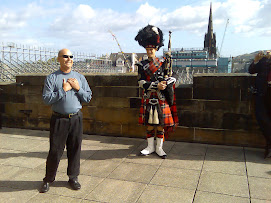 RODDY THE PIPER AT EDINBURGH CASTLE