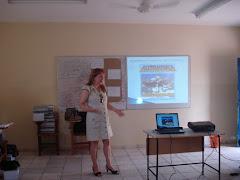 Cida Brandão expondo temática do GESTAR para os cursistas