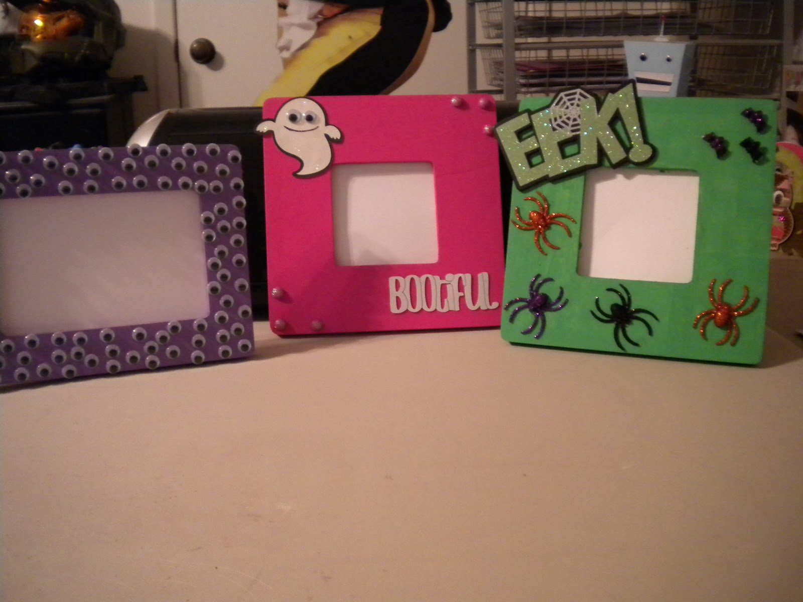 Jean\'s Crafty Corner: Day 27 of Halloween Projects: Picture Frames