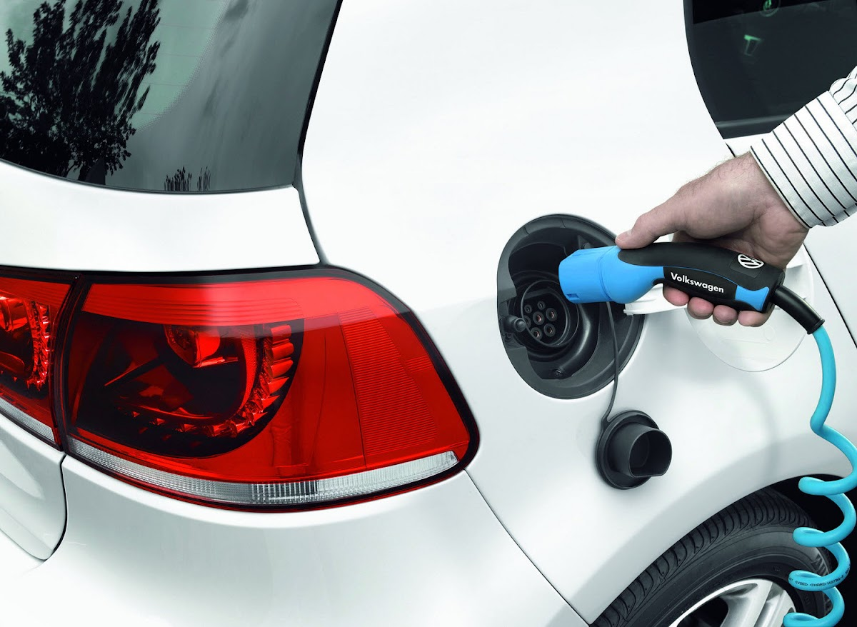 VW Golf Blue e-motion