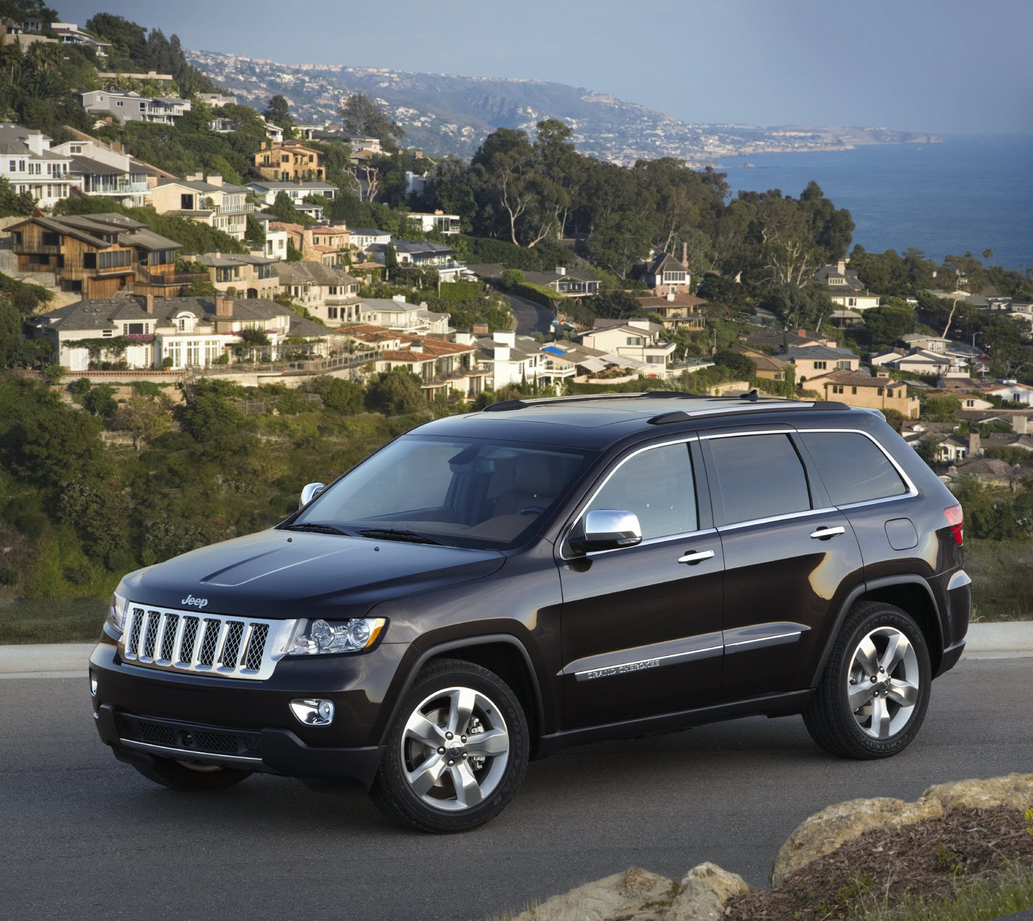 Azuri Car  2011 Jeep Grand Cherokee Overland Summit And