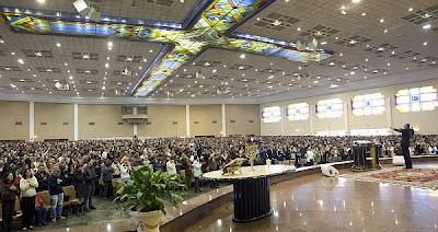 Igreja Universal muda critério para abrir novos templos
