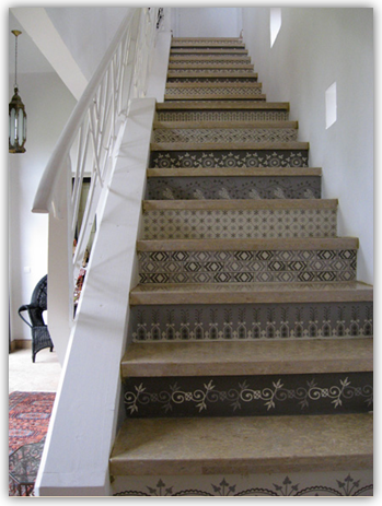 Ispirato design fun friday find painted stairs - Painted stairs ideas pictures ...