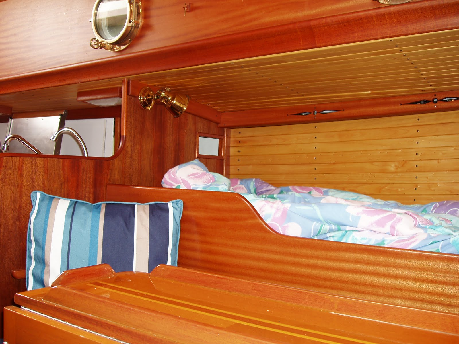 Small Yacht Interiors submited images Pic2Fly
