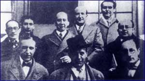 En el centro,con sombrero ladeado, Sánchez Mejías flanqueado por integrantes de la Generación del 27