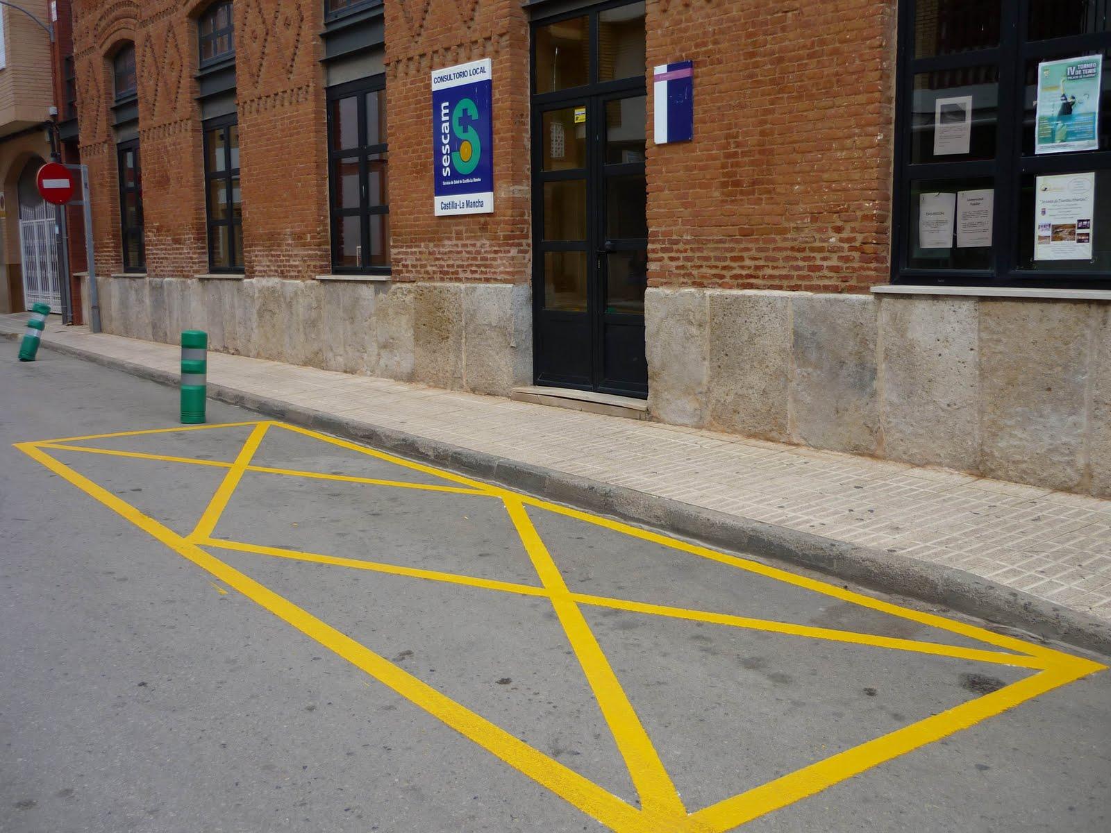 La gente aldeana plaza de aparcamiento para personas con for Plaza de aparcamiento
