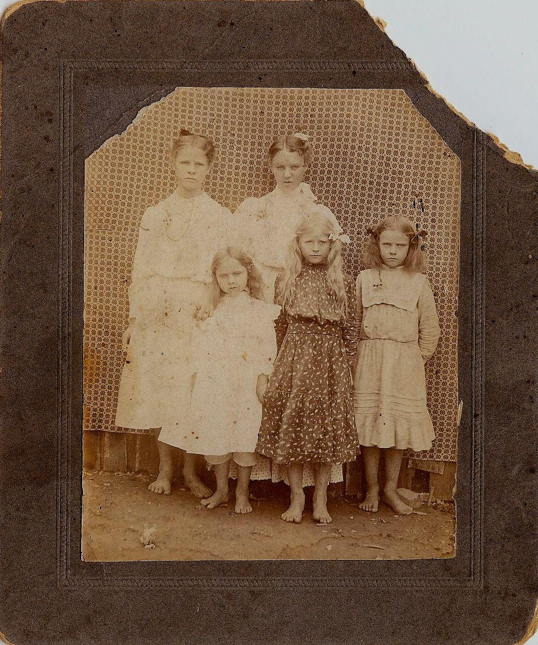 http://1.bp.blogspot.com/_Inp7vKtCsBk/TJ5Yhd3S25I/AAAAAAAAELs/545NODLpuKs/s1600/Sep+25++little+barefoot+girls.jpg