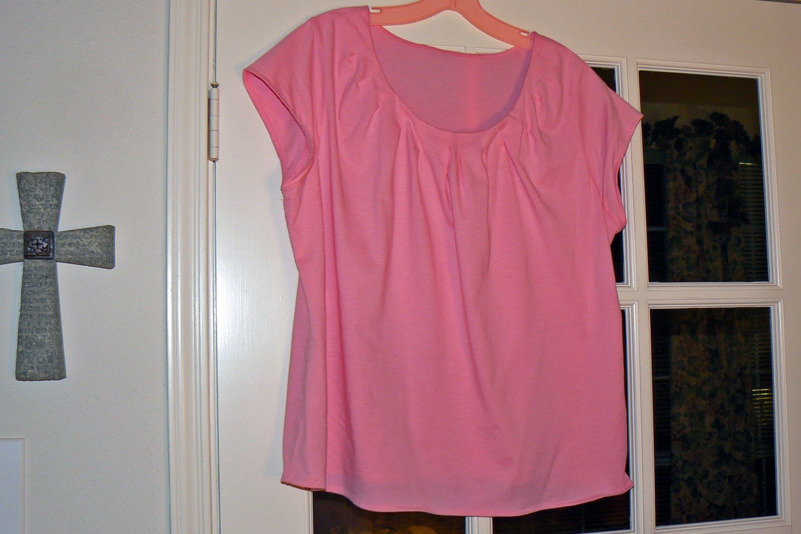 http://1.bp.blogspot.com/_IoCoEilbaj8/TE7VCuCK2nI/AAAAAAAAE6Y/uZhZNXMnoDA/s1600/11_pink_shirt.jpg