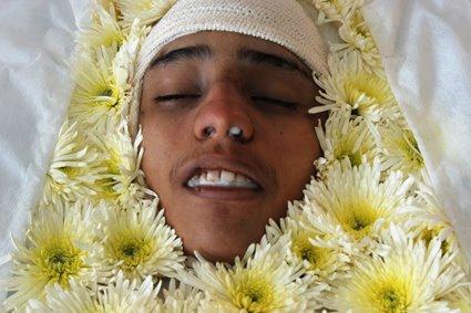 Felipe Correia, de 17 anos, foi executado pela polícia na rua onde morava na Baixa do Sapateiro