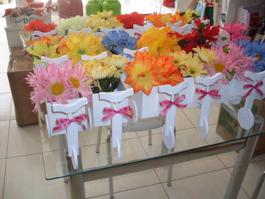 enfeites para festa infantil jardim encantado:de mdf pintada com arranjo de flor artificial feitas para enfeite de