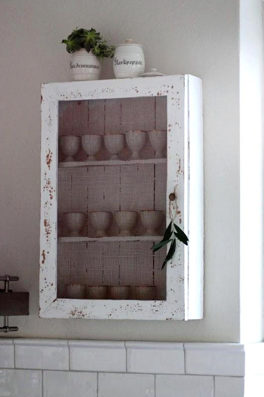Sideboard Av Koksskap : har inga overskop i koket, utan har valt oppna hyllor i