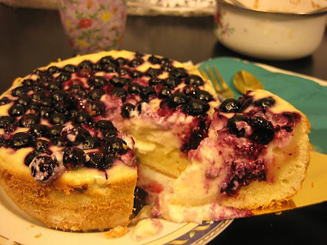 Пирог с жимолостью рецепт фото