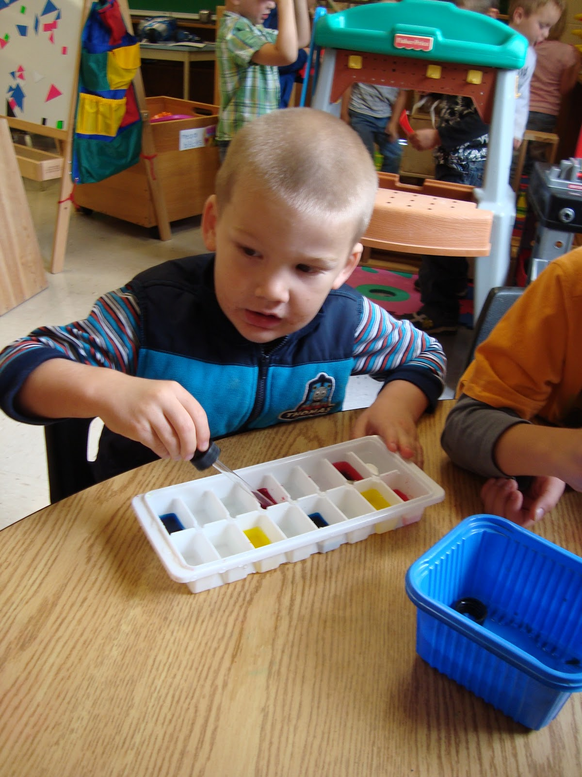 Colour activities babies - Colour Mixing Activities For Babies Coloured Water Always Catches Their Attention And Many Children Were