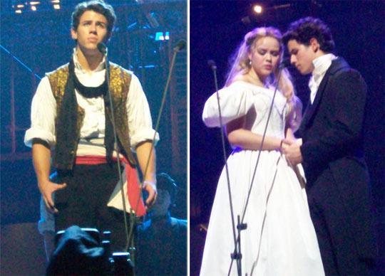 """Nick Jonas: ainda mais lindo e fofo em """"Les Miserables"""""""