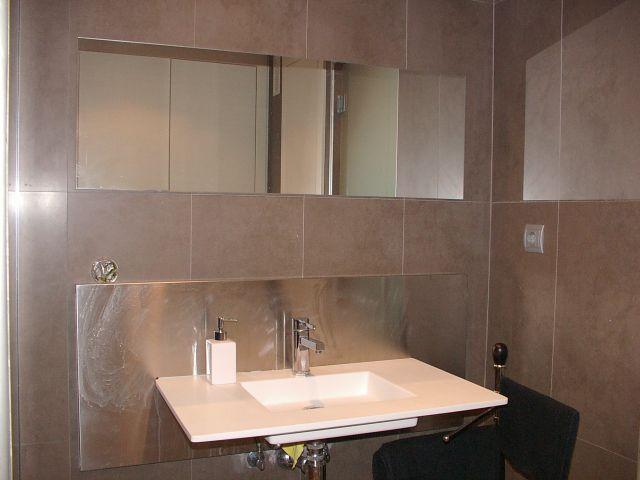 Armarios De Baño Porcelanosa:de baño con una decoración moderna es amplio y dispone de 3 armarios
