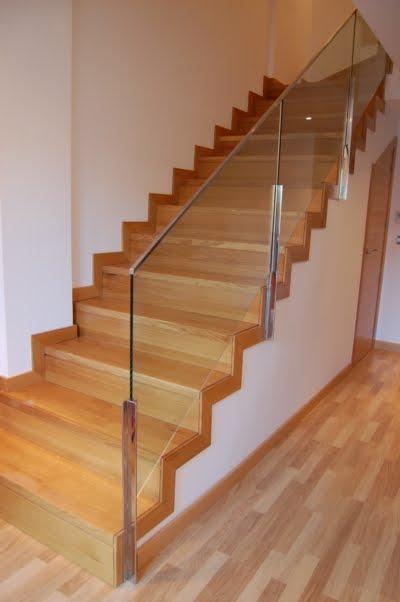 Escaleras de dise o barandilla de acero y cristal - Escaleras de cristal y madera ...