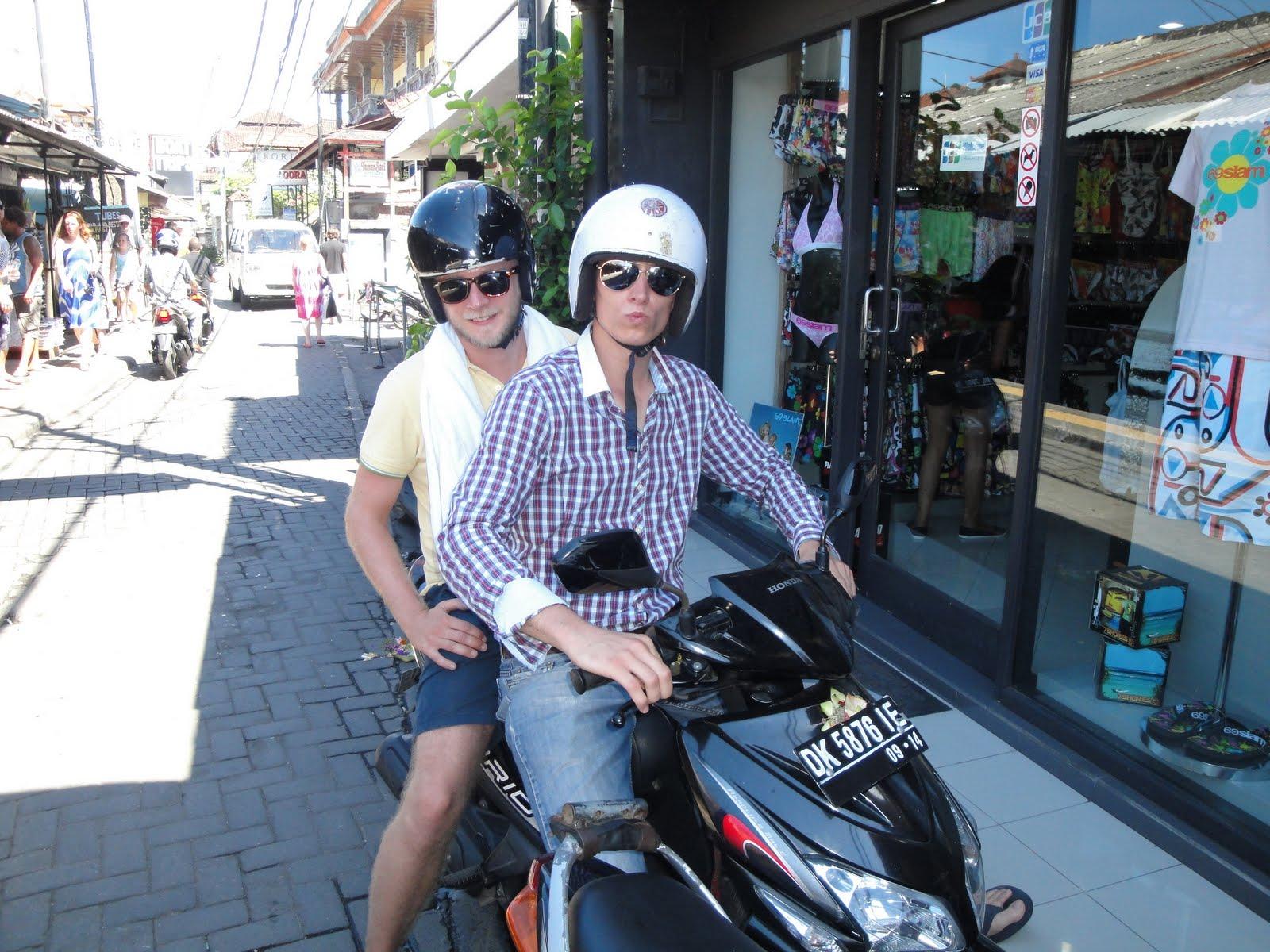 Saskia & Paul, ein Studium auf Bali: Roller gemietet, ab ins ...