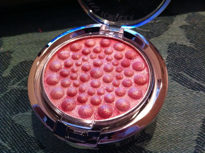 Unfortunately the pearl is actually on the packaging not the blush itself