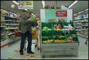 Humor. O homem no supermercado.