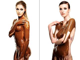 Modelos vestidas só com chocolate