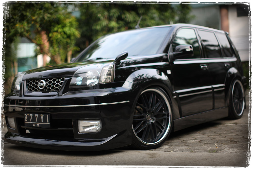 Modification of Car and Motorcycle: Great X Trail Modif Black Car