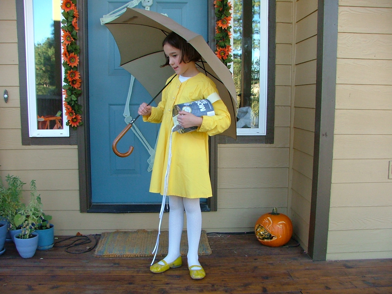 And then she got a fever for Halloween and wasnu0027t able to go trick or treating. The costume got put away for a year. I insisted she wear it the following ...  sc 1 st  Lianau0027s Lifetime & Lianau0027s Lifetime: Morton Salt Girl Costume