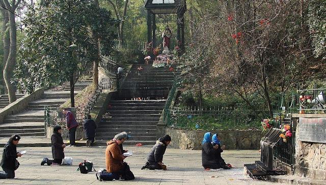 Sheshan, polícia impede subir ao santuário