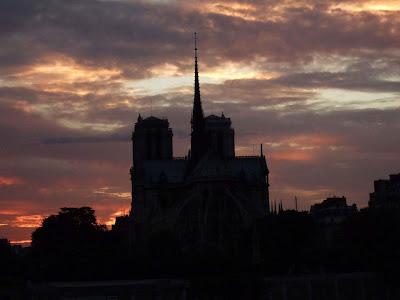 Notre Dame no anoitecer