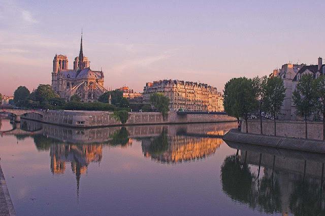 Notre Dame no amanhecer