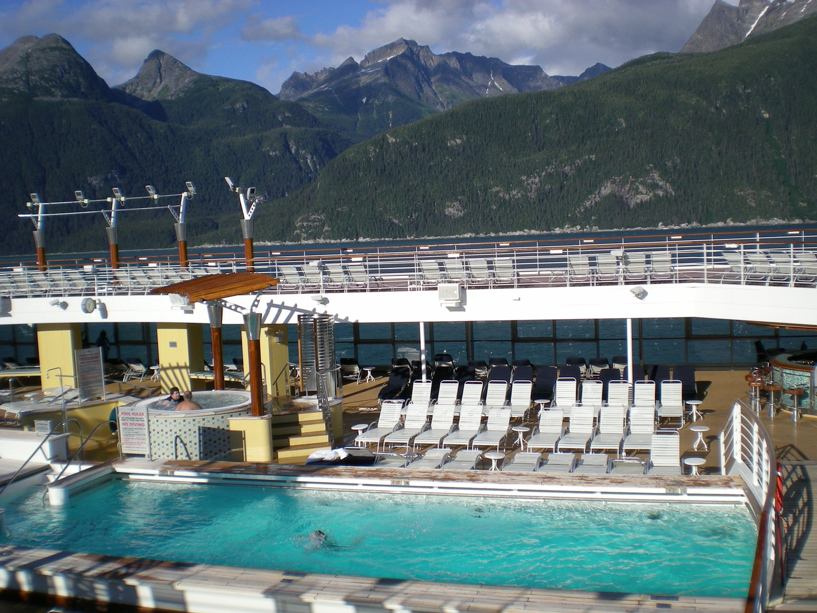 Mobiles Schwimmbad Vor Grandioser Kulisse