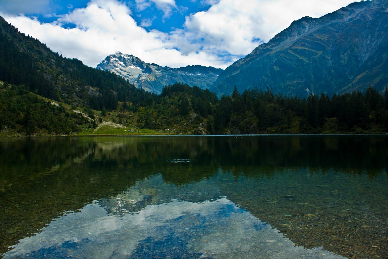 http://1.bp.blogspot.com/_IyUaVrWI1m8/SxQxb4_bKDI/AAAAAAAAAAc/FGdvQsw-x7M/s1600/Landschaft+Golzernsee.jpg