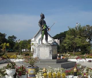 Phraya Pichai Dab Hak Monument