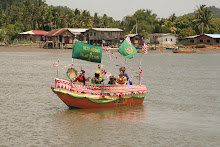 Perahu berhias pasukan RELA Kota Belud.