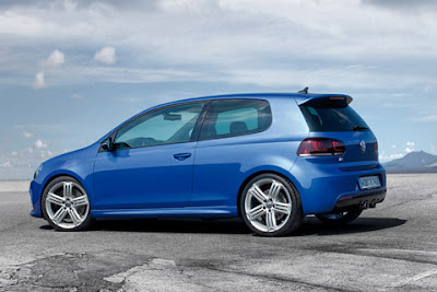 2011 Volkswagen Golf R Side View