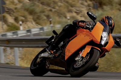 2011 motor KTM 1190 RC8 sportbike Action