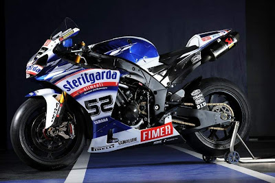 2010 Yamaha YZF 1000R1 Superbike Picture