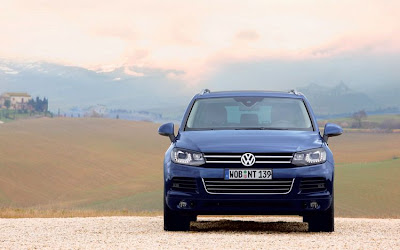 2011 Volkswagen Touareg Front View